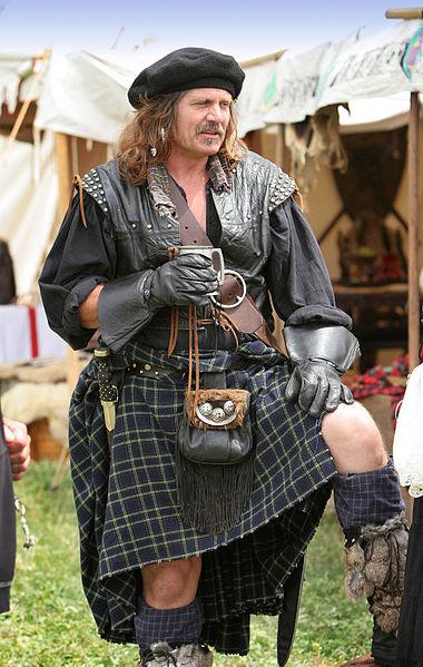 380px-Highlander-kilt